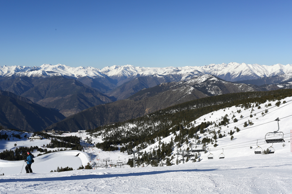 Port Ainé view of the mountains - Snowboarding Catalunya